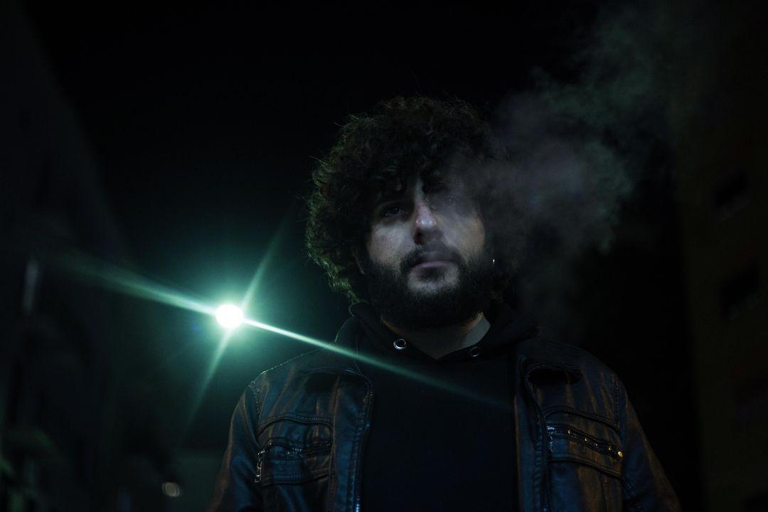 """""""Nove sigarette"""" di Luk è un atto d'amore per Napoli e Lucio Dalla: la recensione"""