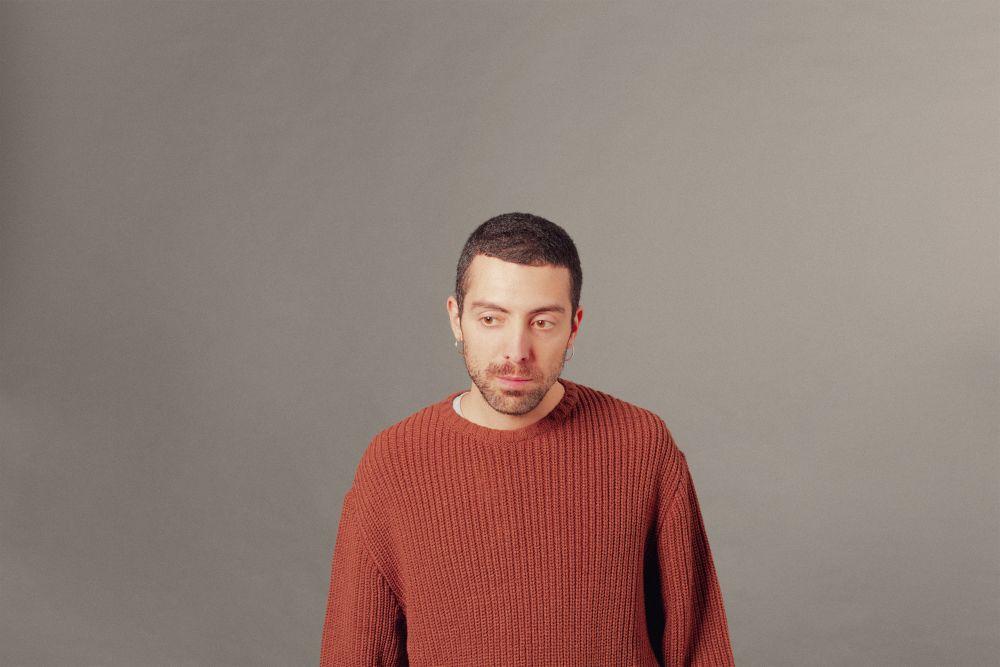 Francesco Sgrò: il cantautore domestico