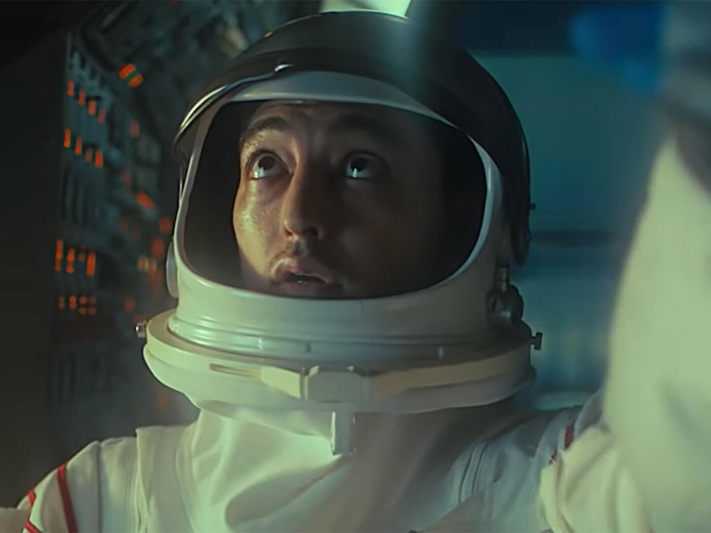 Joji vestito da astronauta