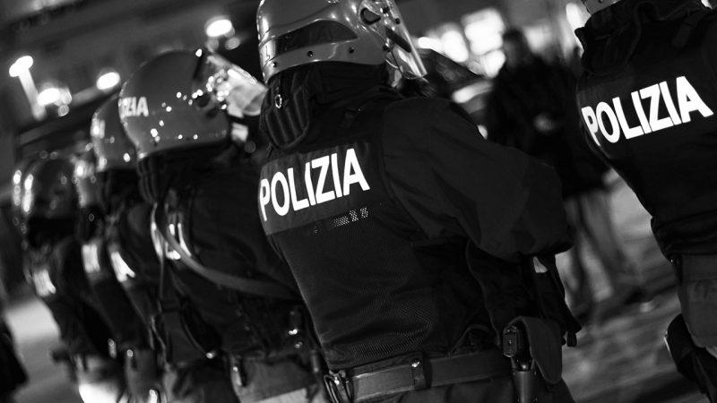 """Pescara """"scende in piazza"""" per protestare contro il lockdown"""