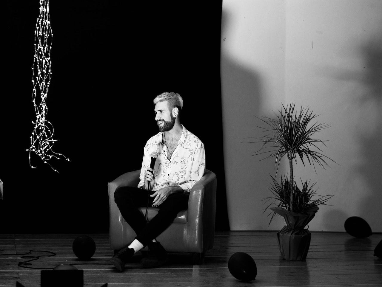 """La """"Luce nel buio"""" di Cristian Barone è l'amore"""