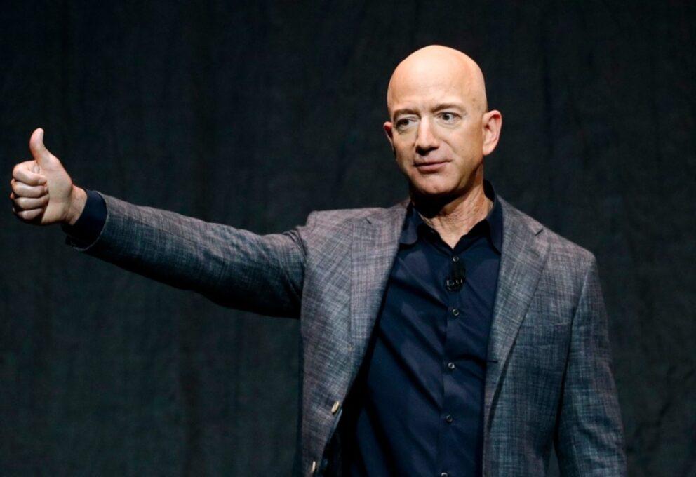 Cosa fa un miliardario quando si ritira: i progetti filantropici di Bezos e gli altri
