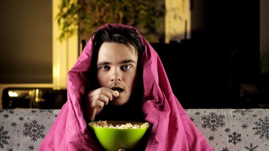pandemia, nessuna voglia di uscire e spaccarsi di popcorn e streaming
